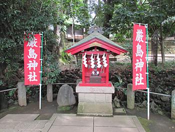 境内社厳島神社と弁天池