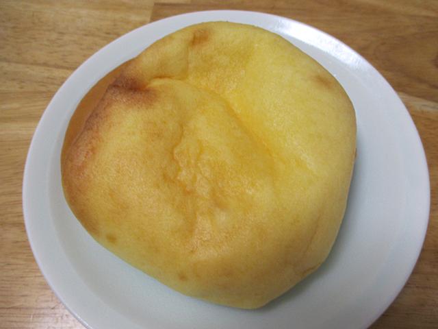 ふんわり食感のシュークリームみたいなパン