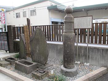 鯉塚の句碑