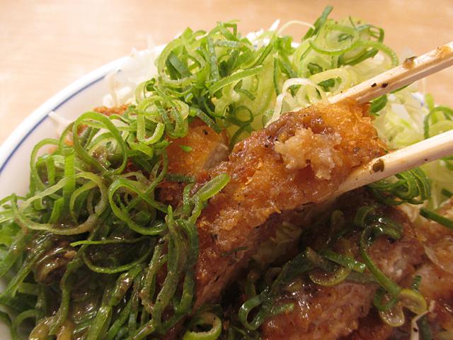 シビれ山椒のぶっかけ青ネギカツ丼