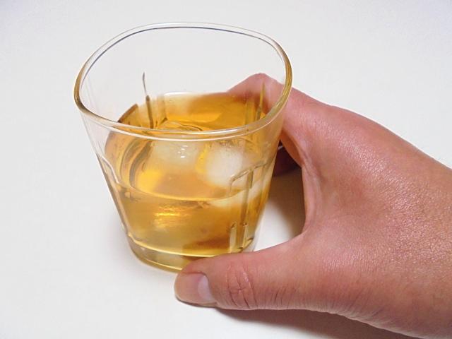 43歳夫は仕事のストレスが溜まると毎日お酒を。このままアルコール依存症になったらどうするか家族は何をすればいいか