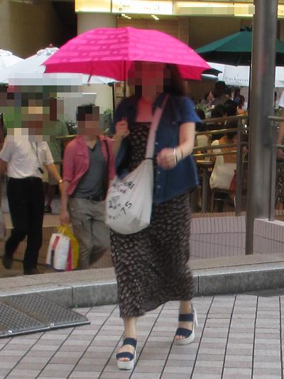 ファッションよりも傘が目立っていた