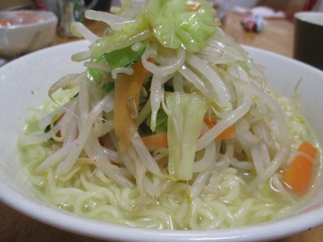 サッポロ一番塩ラーメン(サンヨー食品)はカスタマイズ自由なインスタントラーメンなのでラーメン二郎風に作ることに