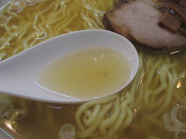 清湯系の琥珀色スープ