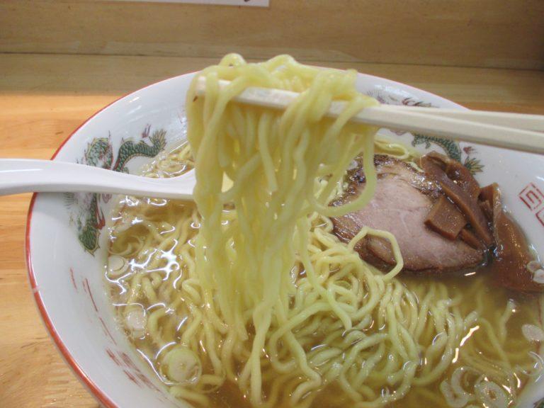 中華そばさとう(大田区羽田)の煮干しと鶏ガラで出汁をとる甘く濃厚な味の中華そばは搭乗を遅らせてでも寄りたい店
