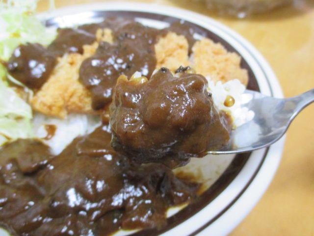 家庭の食卓でチャレンジ、ゴーゴーカレーは金沢カレーブームの火付け役になったといわれている濃厚カツカレー自宅の食卓でも味わえるレトルトカレー