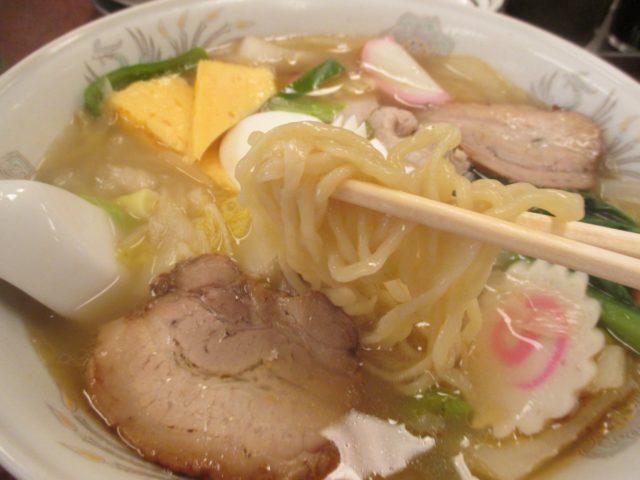 三ちゃん食堂(川崎市中原区新丸子町)はドラマ『孤独のグルメSeason2』の第1話に登場した賑やかな昭和の佇まいの店
