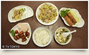みょうがの天ぷら、チーズ入りウインナー、ネギ肉イタメ、ライスと味噌汁、海鮮春巻き