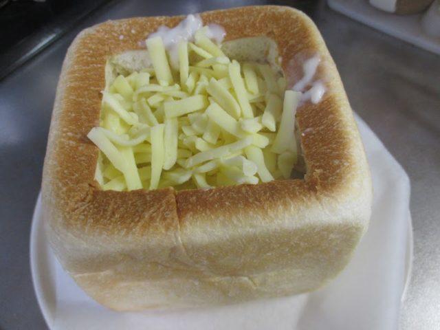 チーズをふりかけて、オープンは200度で12分焼きます