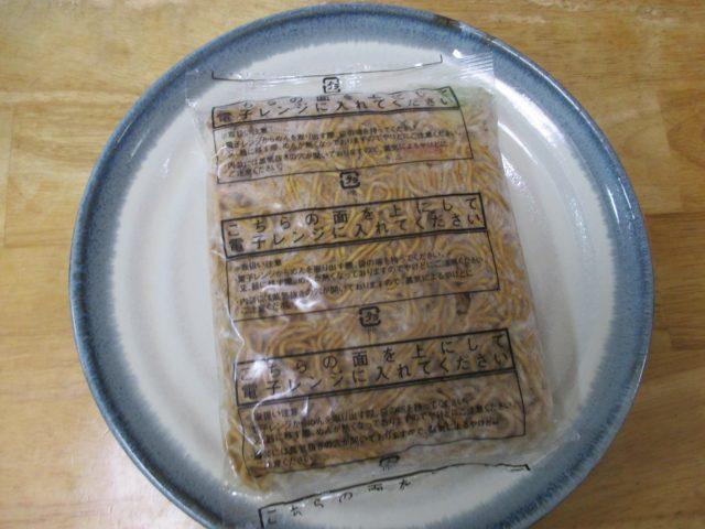 麺、ソース、具材がひとつの袋の中に入っています