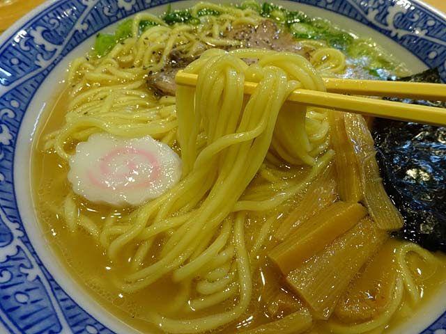 中華そば青葉川崎アゼリア店(神奈川県川崎市川崎区)の中華そばとつけ麺は魚介と動物系のダブルスープに定評があります