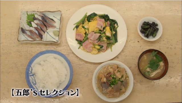 ポパイベーコンとサンマ燻製刺しと、煮込み、ライス、みそ汁