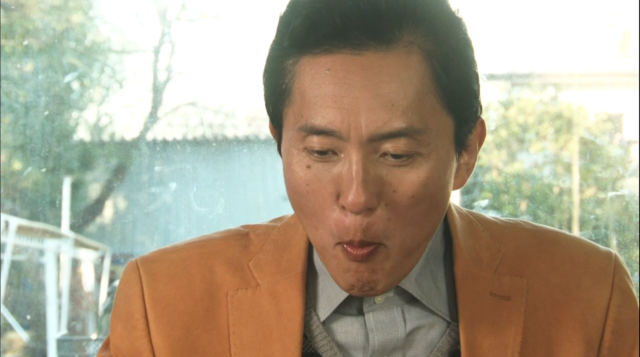 井之頭五郎さんは、焼うどんを頬張ります