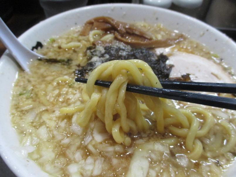 らーめん潤蒲田店(東京都大田区)は新潟ラーメン(燕三条ラーメン)を標榜する煮干しスープと背脂チャッチャと極太麺