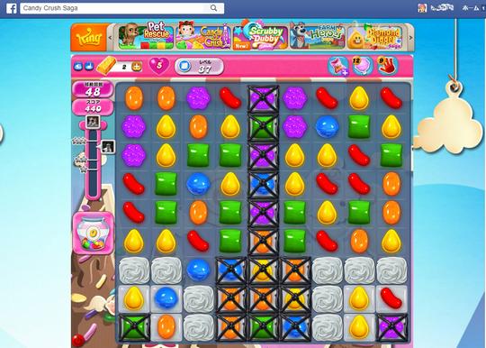"""キャンディークラッシュはボード上に並ぶ色とりどりのキャンディーを次々消していく略称""""キャンクラ""""という人気ゲーム"""