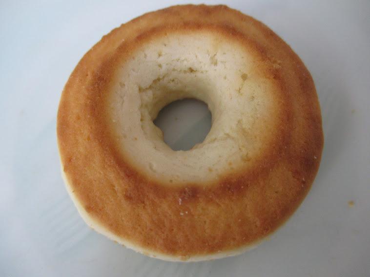 オブセ牛乳焼きドーナツ(平和堂/マルイチ産商)は水は一滴も使わずオブセ牛乳と砂糖と卵だけでつくり油であげていないドーナツ