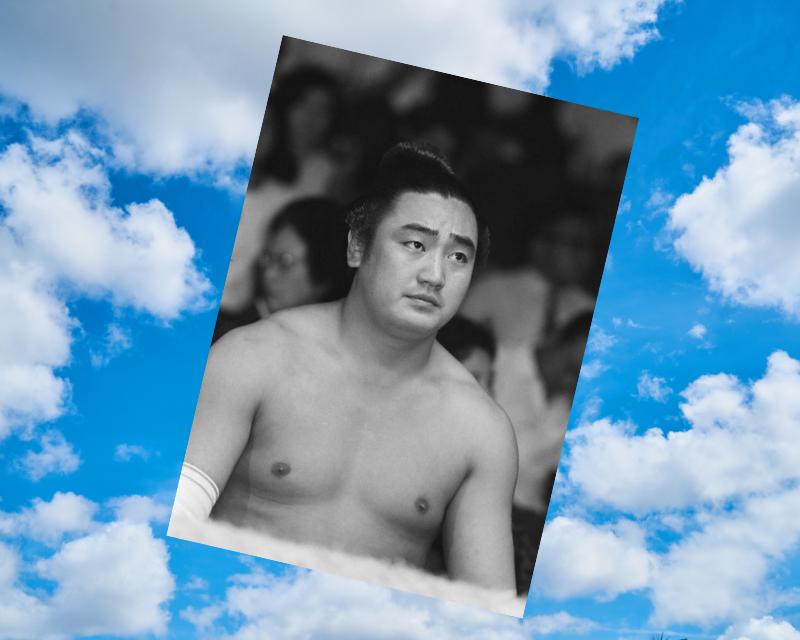 龍虎勢朋さんは、幕内昇進11年の最スロー記録、30歳過ぎて幕下から小結に返り咲き、50歳過ぎて婚姻した遅咲きの威風堂々人生