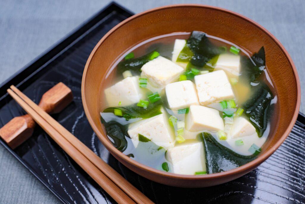 味噌汁の具、豆腐、健康効果。といっても三題噺ではなく、味噌汁の具としての豆腐が何かと注目されているという話です