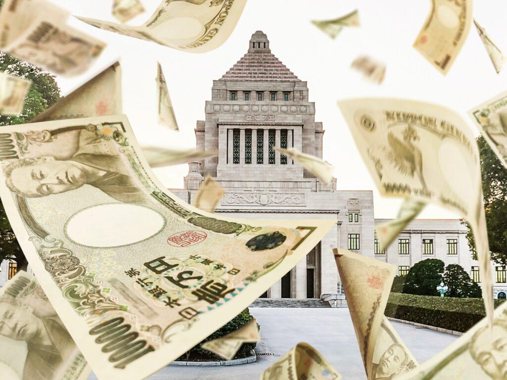 国債と借入金など「国の借金」が、2020年12月末時点で1212兆4680億円となり、国民1人当たりの借金は約983万円と財務省が発表