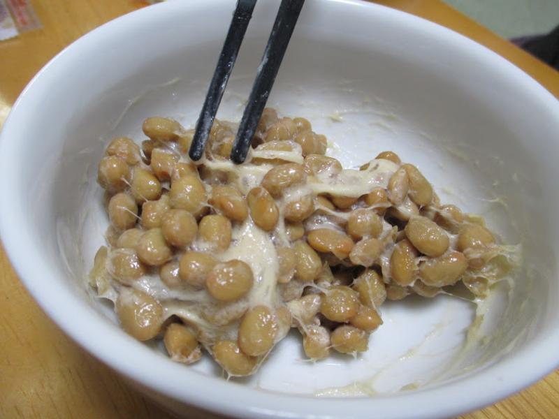 納豆のタレは納豆を混ぜる前か後か。『孤独のグルメseason6』第2話『東京都新宿区淀橋市場の豚バラ生姜焼き定食』放送後の論争