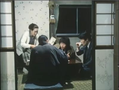 主要な登場人物(大坂志郎)でも背を向けています
