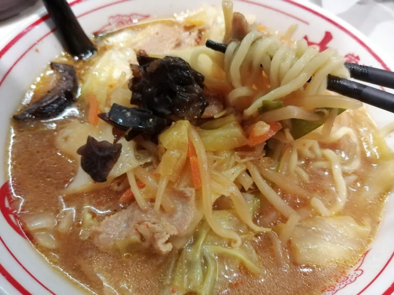 蒙古タンメン中本騒動。小林礼奈さんが子連れで入ったものの、食べるのに30分かかって他の客から急かされ途中退店した件が話題